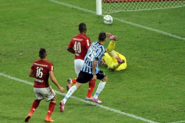 Grêmio marca nos acréscimos e vence o Flamengo no Maracanã Daniel Ramalho/AGIF