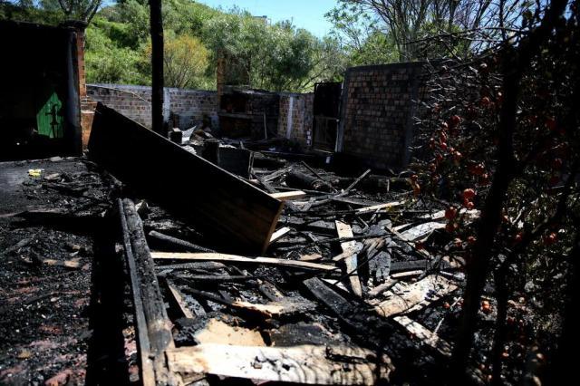 Polícia gaúcha pede ajuda ao Uruguai para localizar carro visto próximo a CTG incendiado Carlos Macedo/Agencia RBS