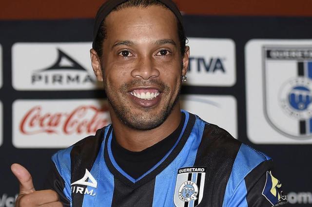 Político mexicano chama Ronaldinho de macaco RONALDO SCHEMIDT/AFP