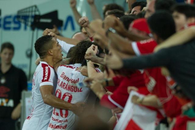 Rafael Moura encerra jejum e dá vitória ao Inter sobre o Atlético-PR