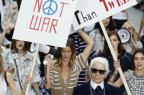 Chanel apresenta nova coleção com protesto pelo meio ambiente PATRICK KOVARIK/AFP