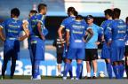 Fellipe Bastos sai mais cedo de treino, que teve as ausências de Zé Roberto e de Rhodolfo Mauro Vieira/Agência RBS