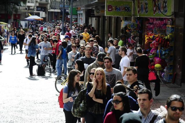 Venda de ingressos para o Foo Fighters começa tranquila na internet e com fila na loja Ronaldo Bernardi/Agencia RBS