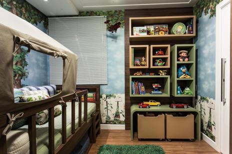 Dormitório infantil recria cenário de acampamento (Rô Reitz/Divulgação)