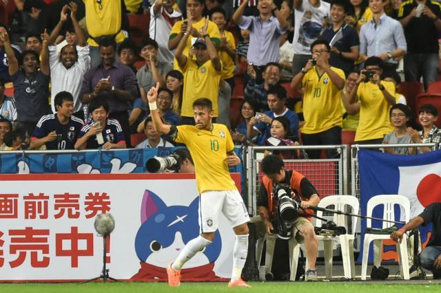 Neymar dá show, e Brasil vence o Japão por 4 a 0 AFP PHOTO/ ROSLAN RAHMAN/