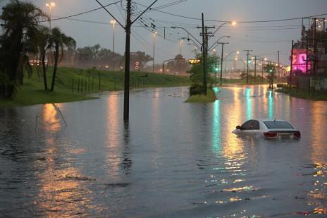 Defesa Civil recebe doações para ajudar moradores de 30 municípios atingidos pela chuva no RS (Carlos Macedo/Agencia RBS)