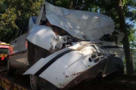 Casal fica ferido ao bater carro em rocha na RSC-470, em Bento Gonçalves (Bruno Mezzomo / Leouve /Divulgação/)