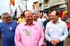 Acompanhado por sósia, Sartori faz passeata em Cachoeirinha Carlos Macedo/Agencia RBS