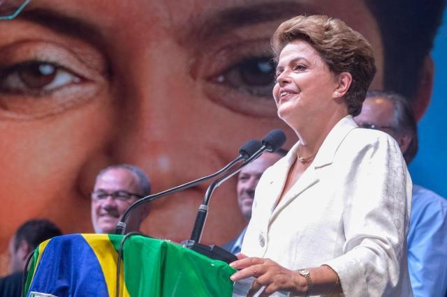 Dilma pode chamar Aécio e Marina para discutir reforma política