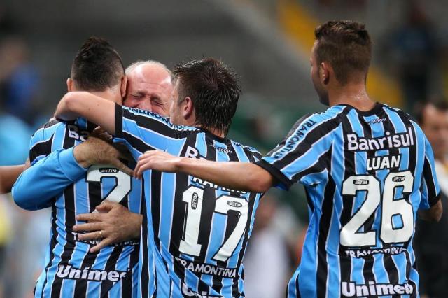 Com gol contra de Richarlyson, Grêmio bate o Vitória na Arena Diego Vara/Agencia RBS