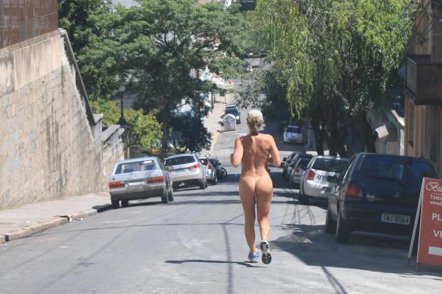 Mais uma mulher é fotografada correndo nua em Porto Alegre FERNANDO TEIXEIRA/FUTURA PRESS/ESTADÃO CONTEÚDO