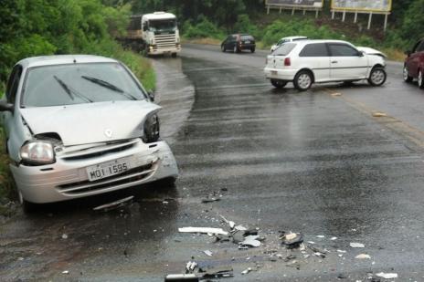 Após acidente entre dois carros, trânsito é liberado na RSC-470, em Bento (Claudir Pontin/ Estação FM/ Divulgação/)