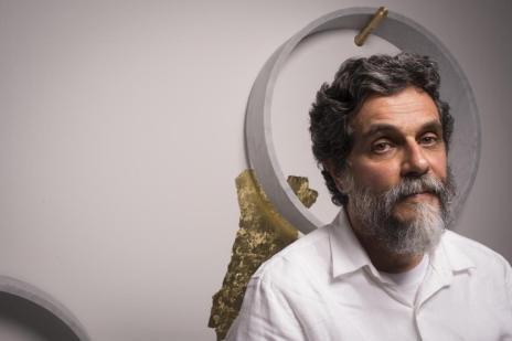 Conhecido por obras que envolvem longas viagens, Nelson Felix expõe no Instituto Ling  (Fabio Del Re,VivaFoto/Divulgação)