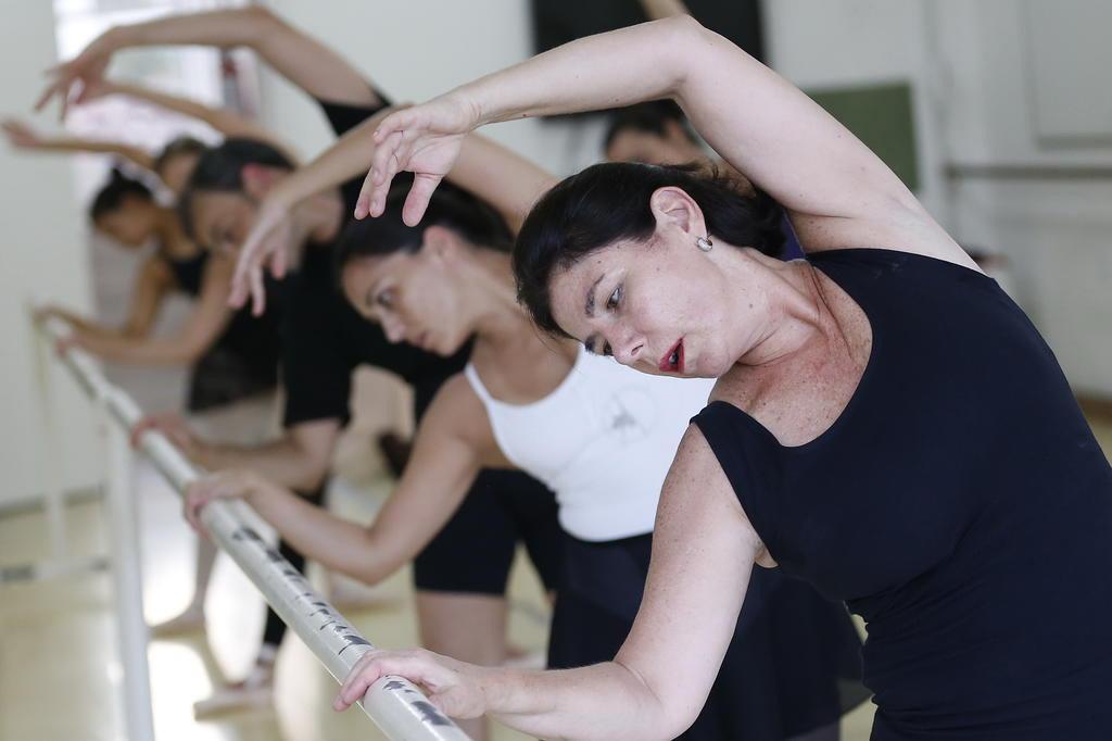 Mulheres da terceira idade apostam no balé para definir o corpo Mateus Bruxel/Agencia RBS