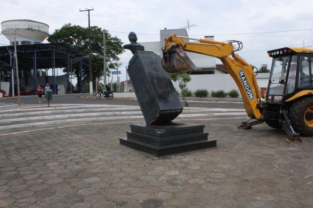 Baseada no relatório da Comissão da Verdade, prefeitura remove estátua de Costa e Silva Divulgação/Prefeitura de Taquari