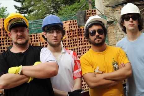 Banda Os Torto lança novo álbum neste domingo (Marcio Schenckel/Divulgação)