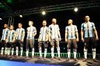 Fiel à tradição, Grêmio lança novos uniformes da Umbro para 2015 Marcelo Oliveira/Agência RBS