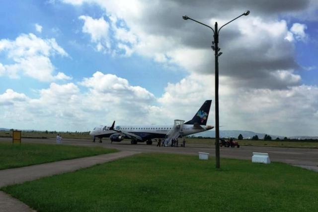 [Brasil] Voo da Azul faz pouso de emergência na Base Aérea de Canoas 17170192