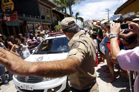 Polícia faz reconstituição de quatro versões diferentes da morte do surfista Ricardinho na Guarda do Embaú (Guto Kuerten/Agencia RBS)