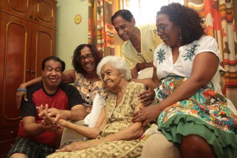 Carinhosa, família prepara festa de 107 anos para matriarca em Porto Alegre (Ricardo Duarte/Agencia RBS)