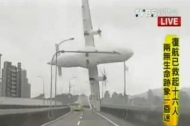 Pelo menos 12 pessoas morrem em queda de avião em Taiwan Reprodução/Reprodução