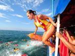 Salva-vidas participaram da tradicional Travessia da Ilha dos Lobos