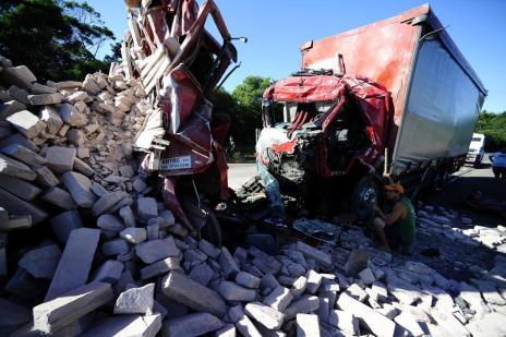 Um em cada quatro acidentes fatais no RS envolve caminhão (Ronaldo Bernardi/Agencia RBS)