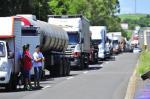 Caminhoneiros fazem protestos na BR-386 e na BR-101 no RS