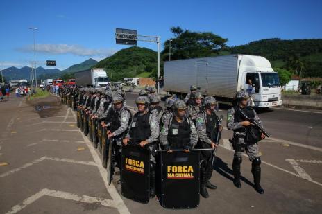 Governo anuncia que vai ampliar forças policiais para liberar rodovias (Tadeu Vilani/Agencia RBS)