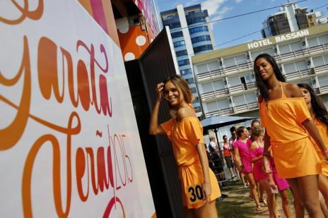 Candidatas ensaiam para a final do Garota Verão em Capão da Canoa (Mateus Bruxel/Agencia RBS)