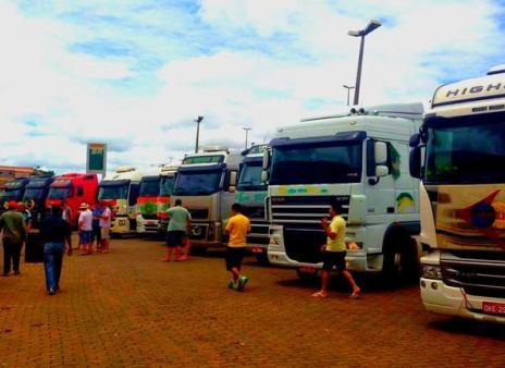 """Caminhoneiros prometem """"buzinaço"""" em Brasília nesta segunda-feira (@cntoficialbr/Twitter)"""