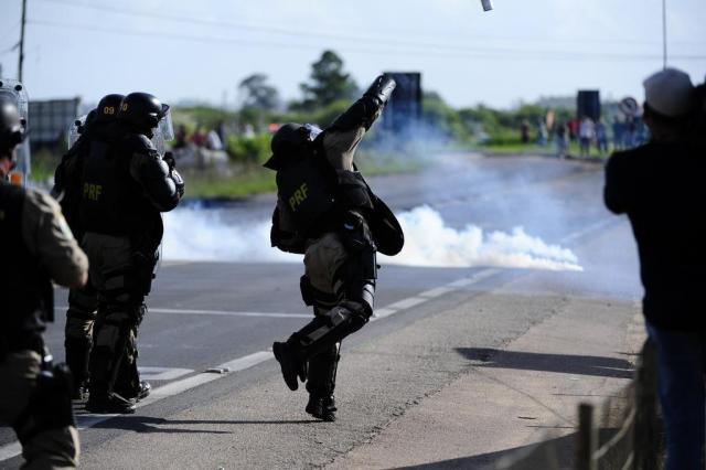 A Batalha de Camaquã: segunda-feira teve confronto entre PRF e caminhoneiros e deixou seis feridos Ronaldo Bernardi/Agencia RBS