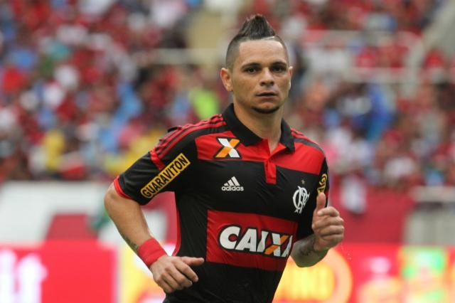 Enquanto Pará pede paciència para torcida, Luiz Antonio aproveita a chance