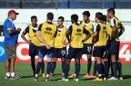 Hélio dos Anjos treina time no esquema 3-6-1 e tem zagueiro Jean como baixa Felipe Nyland/Agencia RBS