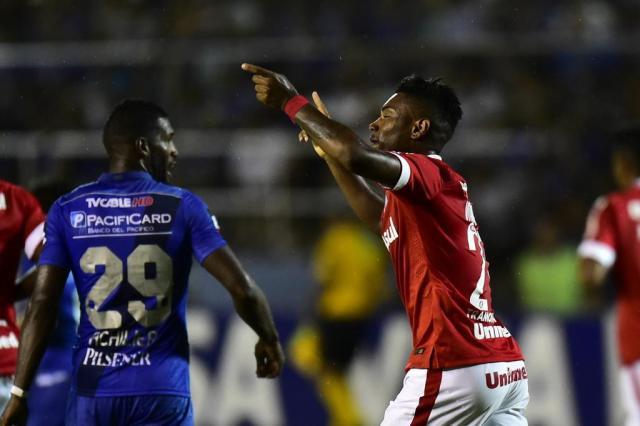 Com um a mais, Inter empata com Emelec no Equador Rodrigo Buendia/AFP