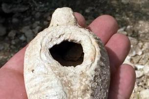 Ouriço ajuda a encontrar lâmpada de 1,4 mil anos em Israel ISRAEL ANTIQUITIES// AFP/ISRAEL ANTIQUITIES AUTHORITY