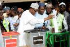 Violência e problemas técnicos marcam eleições na Nigéria PIUS UTOMI EKPEI/AFP