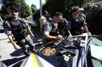 Brigada Militar apreende fuzil na Lomba do Pinheiro, em Porto Alegre Ronaldo Bernardi/Agencia RBS