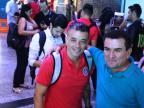 """Torcedores cantam """"Parabéns a Você"""" para D'Alessandro antes da viagem ao Chile Leandro Behs/Agência RBS"""
