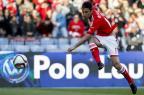 Jonas marca duas vezes, Benfica vence e segue na ponta do Português CARLOS COSTA / AFP/