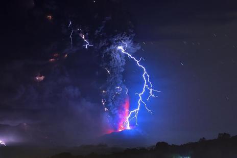 Chile mantém alerta para nova erupção do vulcão Calbuco (MARTIN BERNETTI/AFP)
