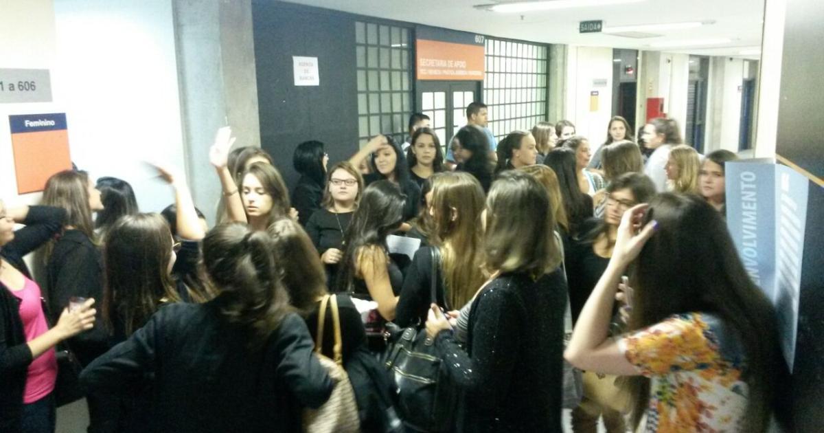 Estudantes de Direito promovem ato em apoio a professor que fez piada sobre mulheres Júlia Scheirr/Arquivo Pessoal