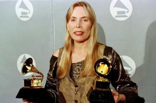 Site oficial de Joni Mitchell nega que cantora esteja em coma Jeff Haynes/AFP