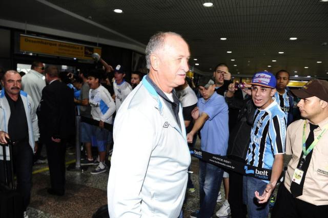 Sob protesto e vaias, delegação gremista desembarca na Capital Ronaldo Bernardi/Agência RBS