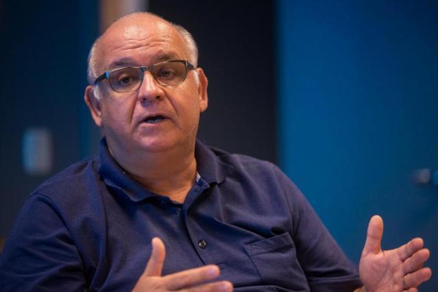 Bolzan afirma ideia de não negociar jogadores