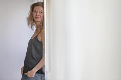 "Leticia Wierzchowski autografa ""Navegue a Lágrima"" nesta terça (Júlio Cordeiro/Agencia RBS)"