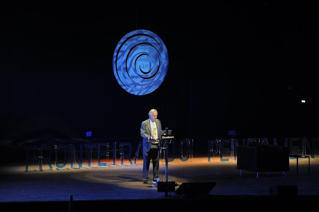 """Dawkins inaugura o Fronteiras 2015: """"O gene é egoísta, os indivíduos não"""" (Marcelo Oliveira/Agencia RBS)"""