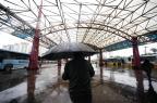 Com teto destruído, Terminal Triângulo desafia passageiros em dia de chuva e vento Ronaldo Bernardi/Agencia RBS