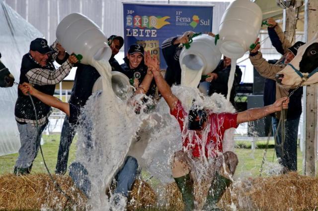 Banho celebra as campeãs da Expoleite Adriana Franciosi/Agencia RBS