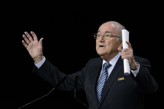 Príncipe Ali se retira do segundo turno, e Joseph Blatter é reeleito presidente da Fifa FABRICE COFFRINI / AFP/